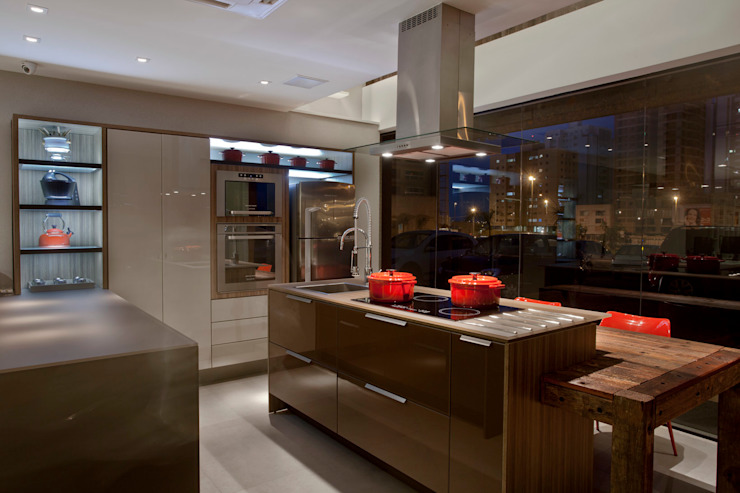 Kitchen by Ampla Ambientes,