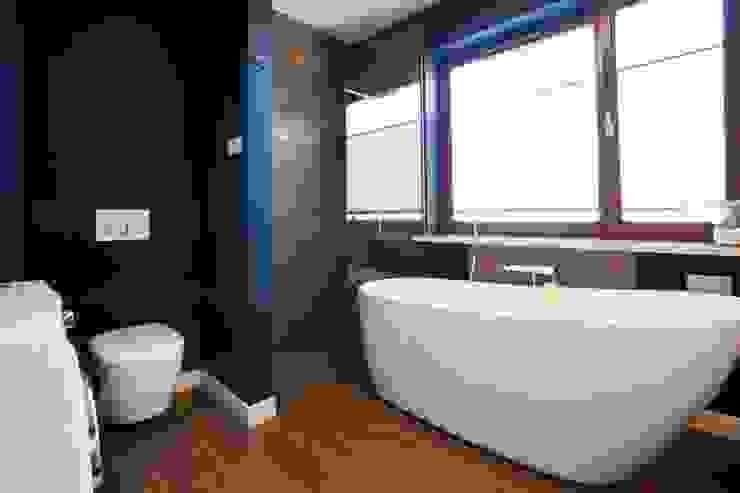 Realizacja 8 Nowoczesna łazienka od MGN Pracownia Architektoniczna Nowoczesny
