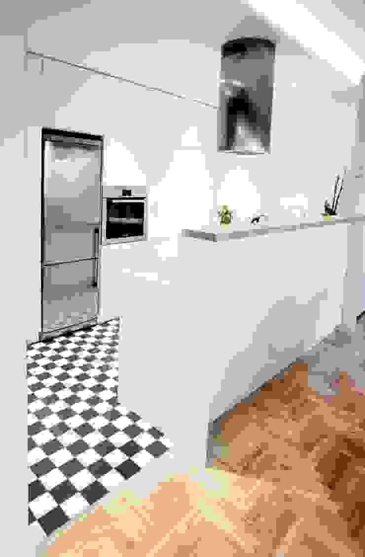 Realizacja 6 Nowoczesna kuchnia od MGN Pracownia Architektoniczna Nowoczesny
