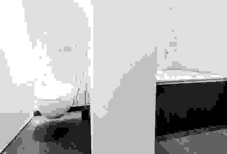 Realizacja 6 Nowoczesna łazienka od MGN Pracownia Architektoniczna Nowoczesny