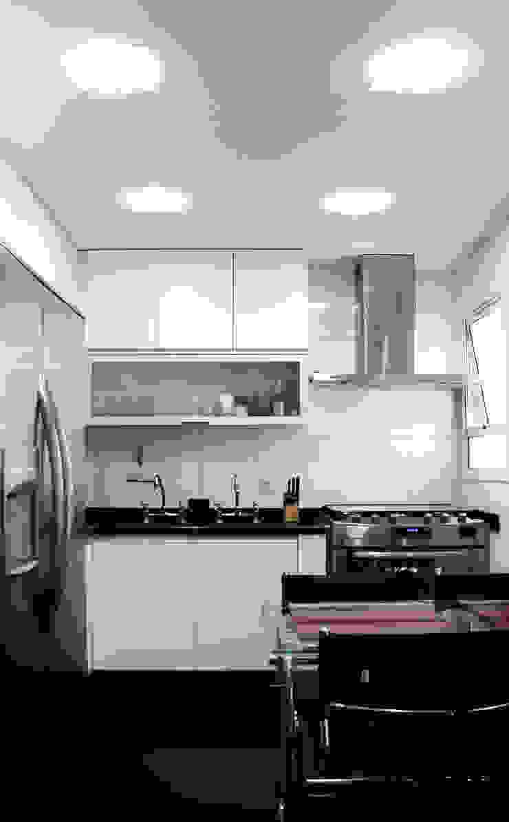 Cozinha Clean por Cromalux Sistemas de Iluminação Ltda Moderno Alumínio/Zinco