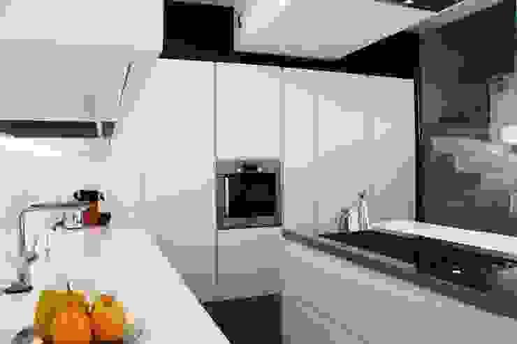 Modern kitchen by Federico Pisani Architetto Modern