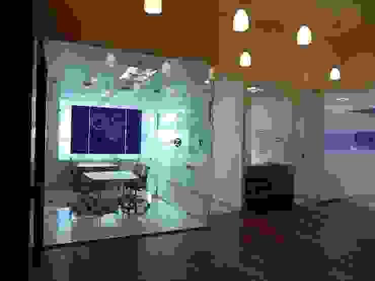 Oficinas Espacios comerciales de estilo moderno de SANTIAGO PARDO ARQUITECTO Moderno