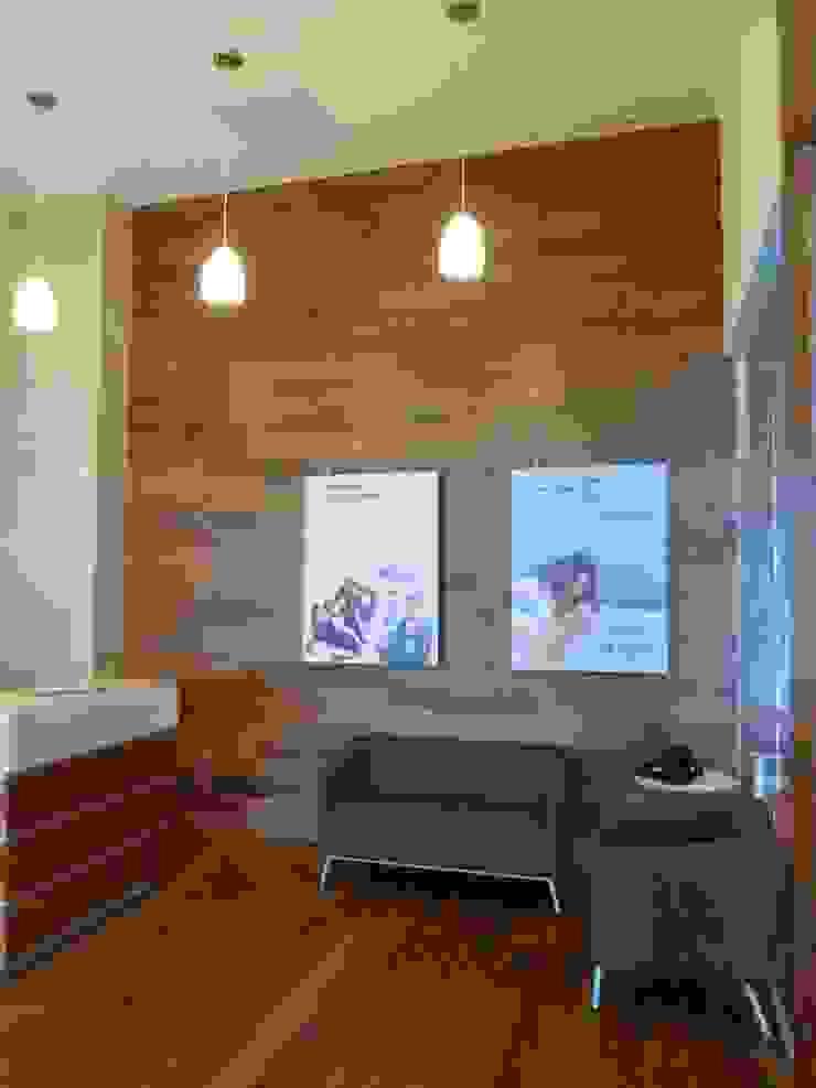 Sala de espera Espacios comerciales de estilo moderno de SANTIAGO PARDO ARQUITECTO Moderno