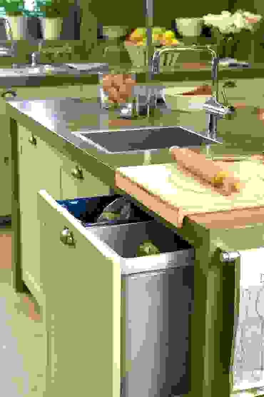 Modern style kitchen by DEULONDER arquitectura domestica Modern