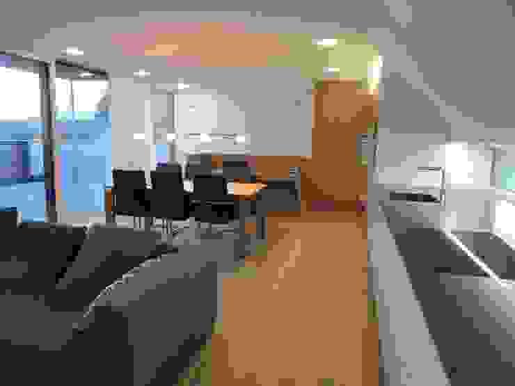 Wohn/Ess/Koch- und Arbeitsraum Moderne Esszimmer von Hergan Architektur Modern
