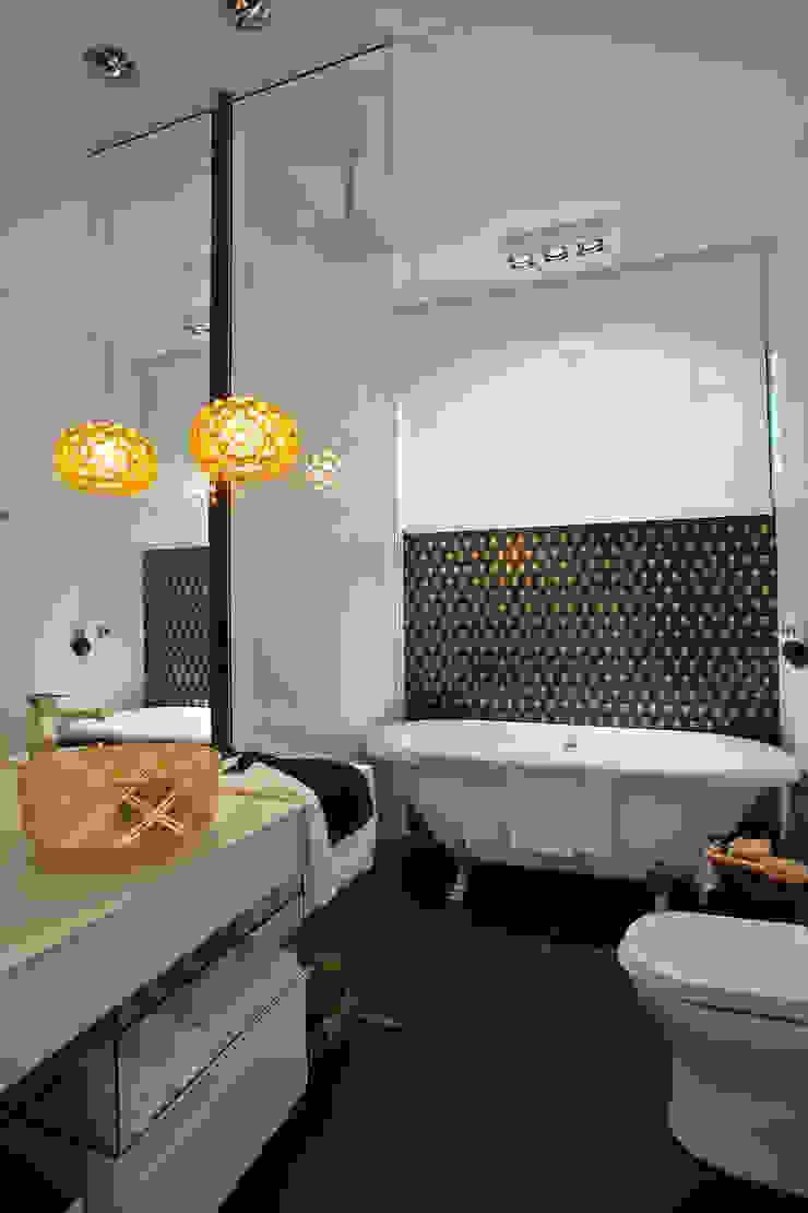 Suíte da estudante de moda-Banho Banheiros ecléticos por Kátia el badouy Arquitetura & Interiores Eclético