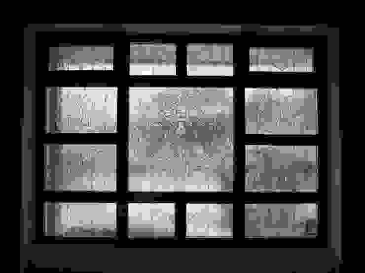 витражное окно в стиле Тиффани в кабинете от JULIA KABANOVA's DESIGN STUDIO