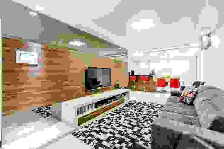 Modern Living Room by larissa canziani Modern MDF