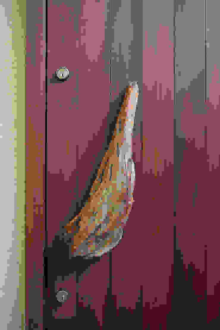 茨木の家 モダンな 窓&ドア の 株式会社 atelier waon モダン