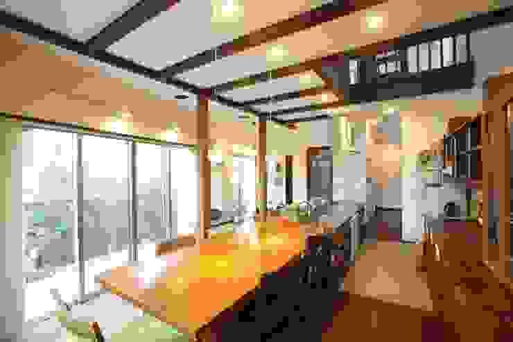 茨木の家 モダンデザインの ダイニング の 株式会社 atelier waon モダン