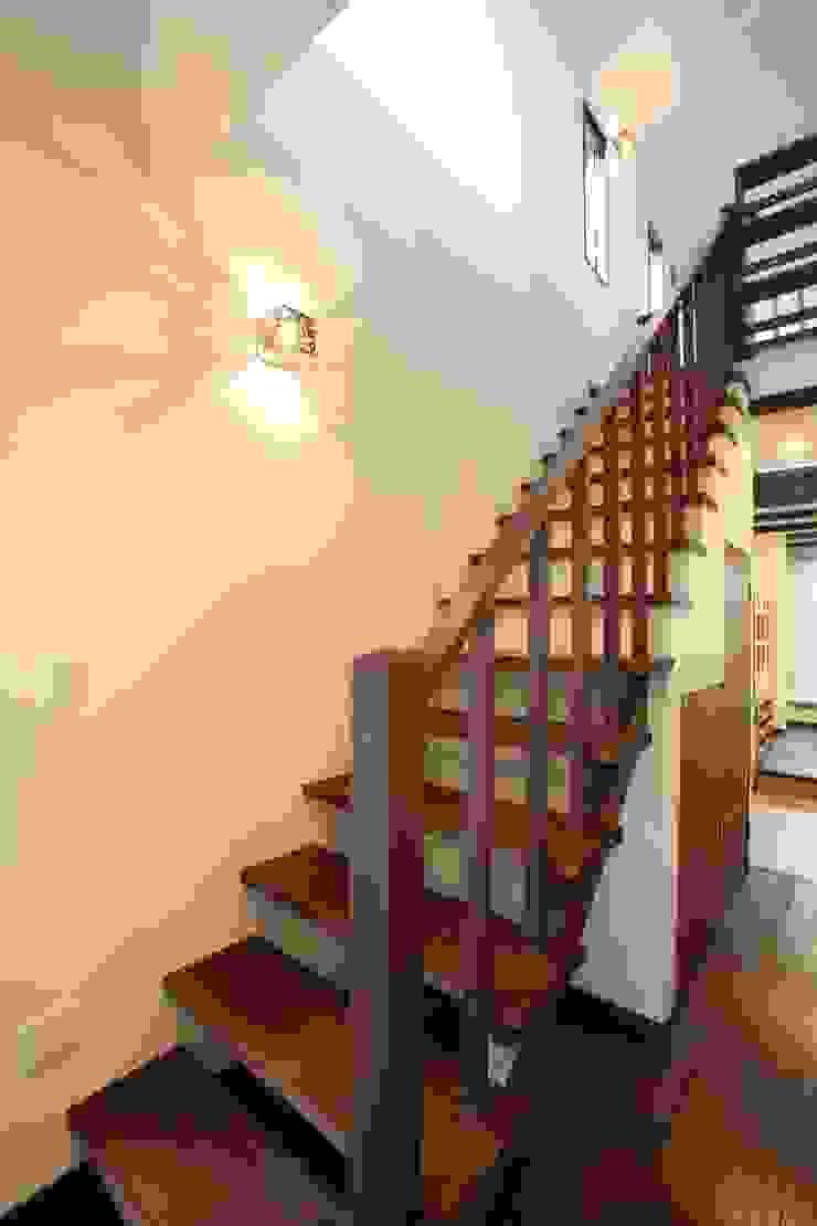 茨木の家 モダンな 壁&床 の 株式会社 atelier waon モダン