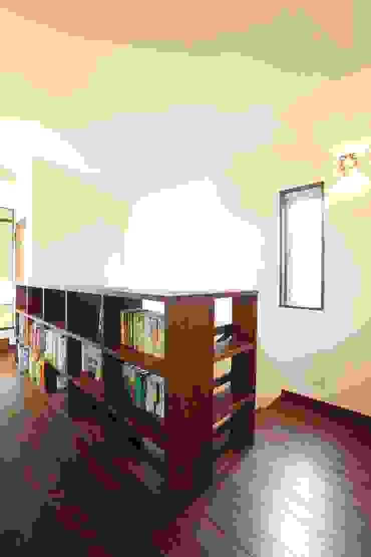 茨木の家 モダンデザインの 多目的室 の 株式会社 atelier waon モダン