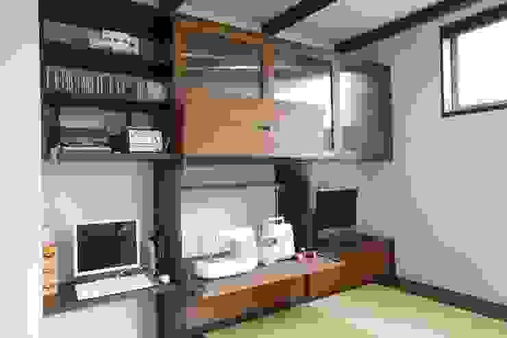 茨木の家 モダンデザインの リビング の 株式会社 atelier waon モダン
