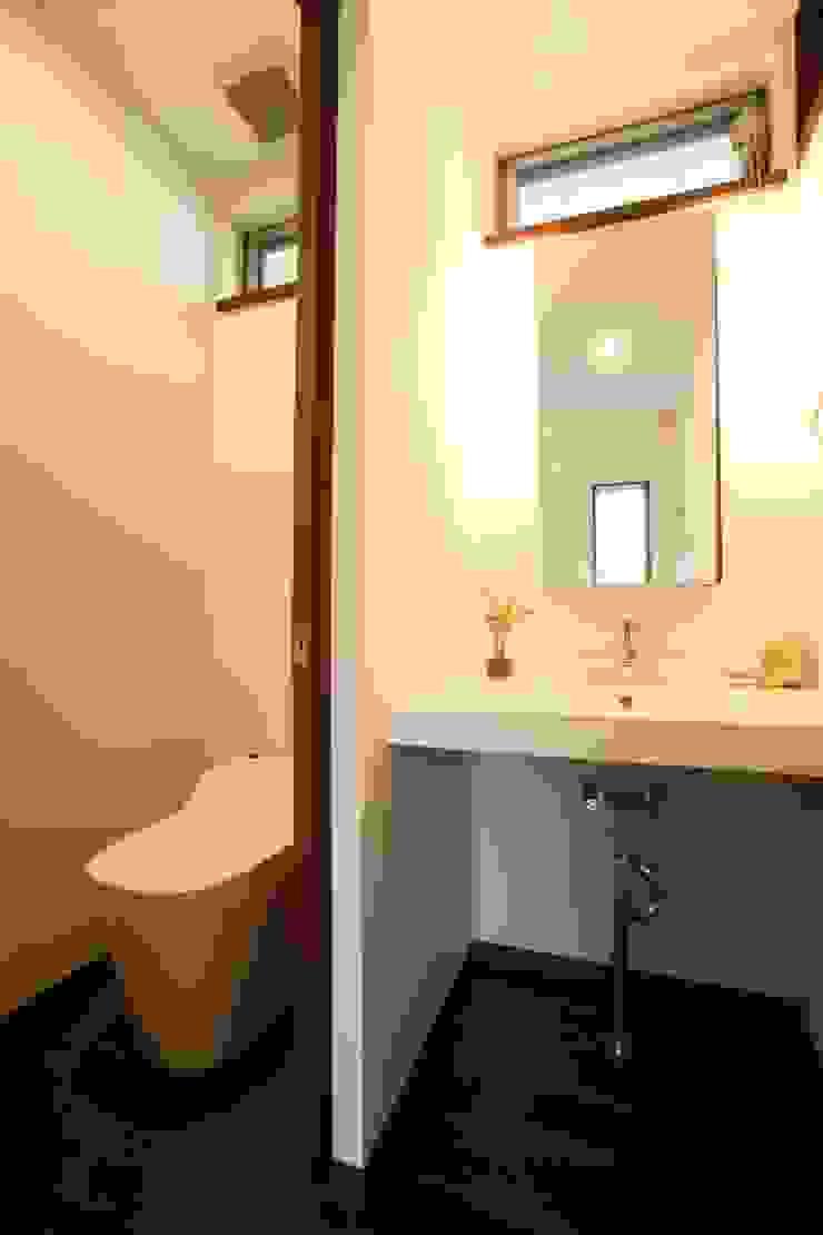 茨木の家 モダンスタイルの お風呂 の 株式会社 atelier waon モダン
