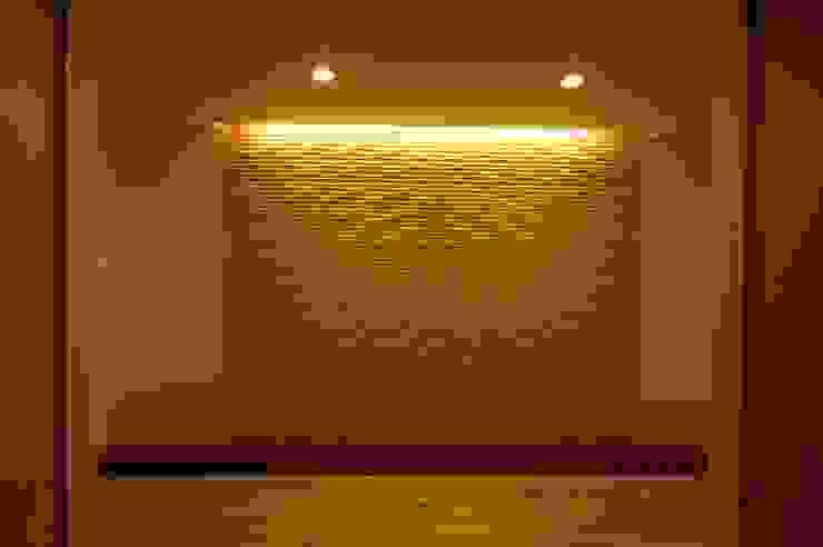 Modern Corridor, Hallway and Staircase by 合同会社 栗原弘建築設計事務所 Modern Wood Wood effect