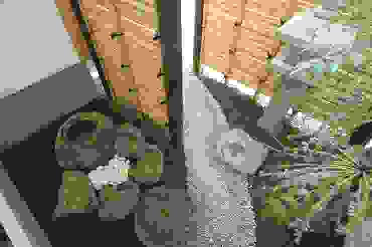合同会社 栗原弘建築設計事務所 Garden Plants & flowers Batu Wood effect