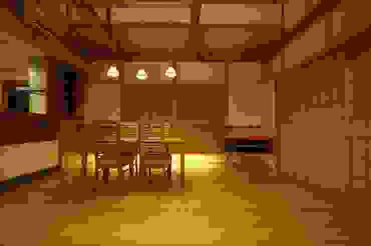 合同会社 栗原弘建築設計事務所 Ruang Makan Klasik Kayu Wood effect