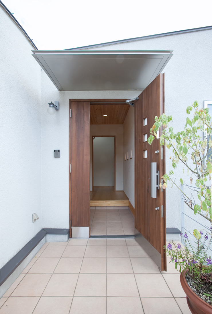 Modern Windows and Doors by 株式会社 atelier waon Modern