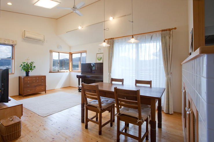Modern Dining Room by 株式会社 atelier waon Modern