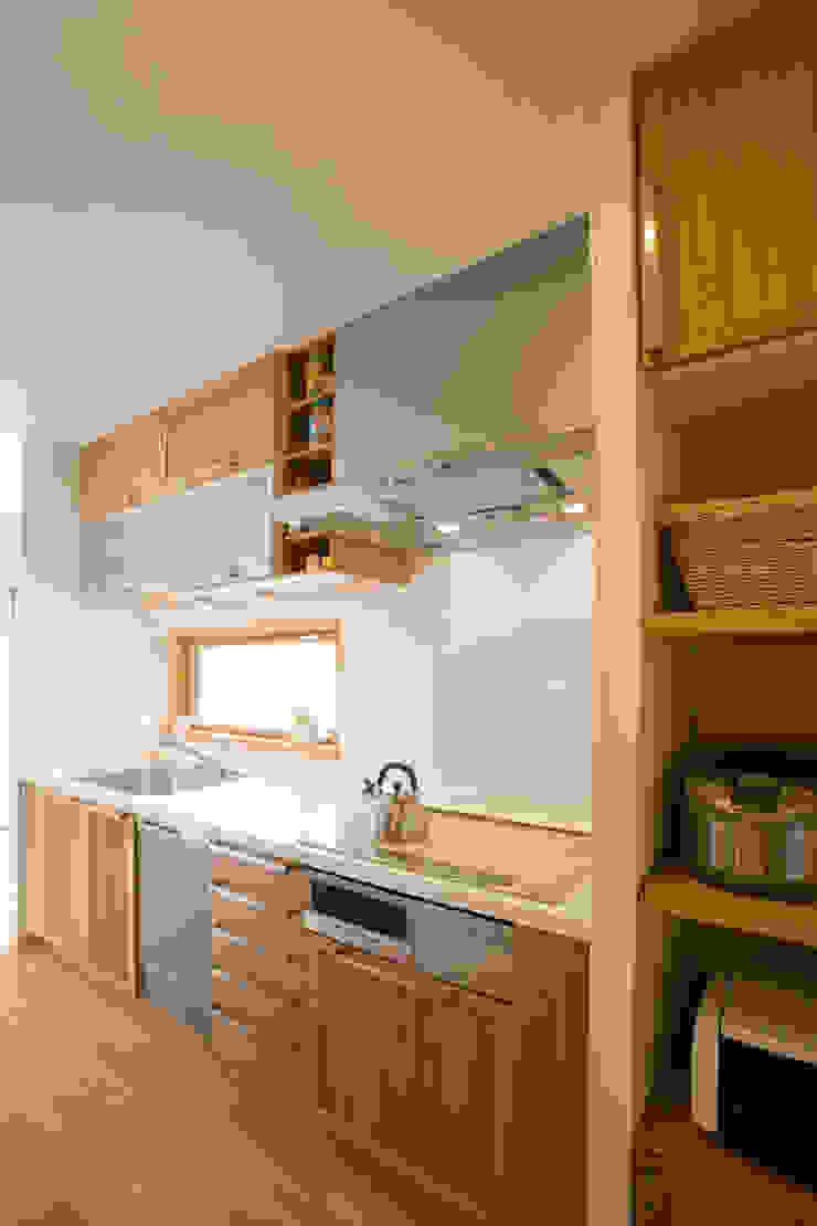 五條の家 モダンな キッチン の 株式会社 atelier waon モダン