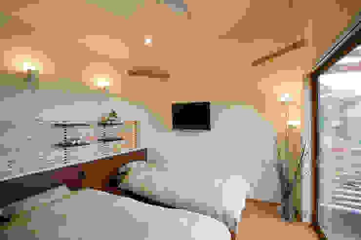 五條の家 モダンスタイルの寝室 の 株式会社 atelier waon モダン