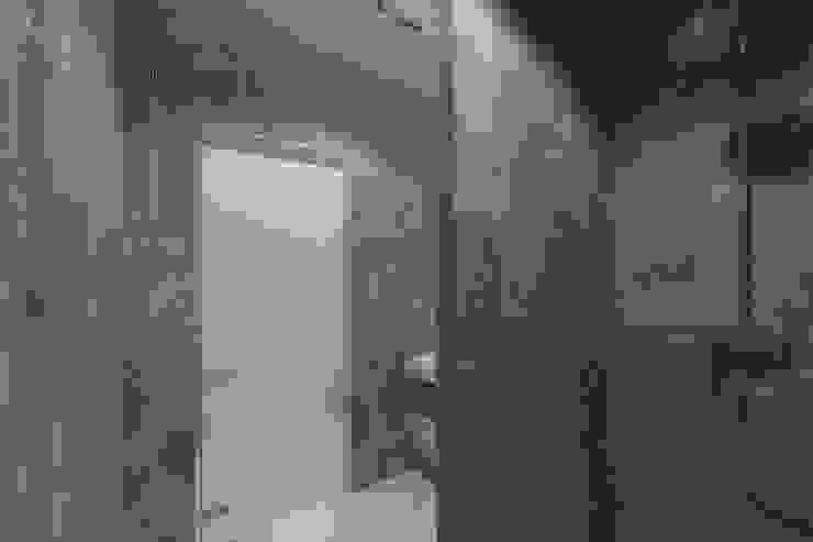 Проектик холостяка Ванная комната в стиле минимализм от Ivantsov design studio Минимализм Керамика