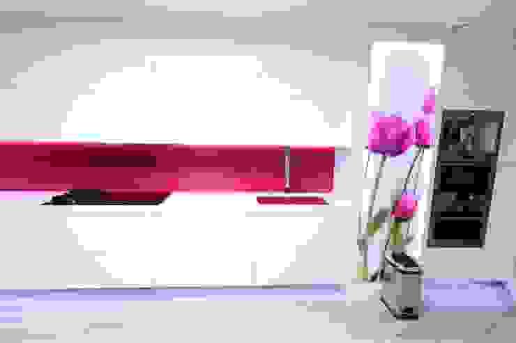 Kitchen by construcciones y reformas Viguera, Modern