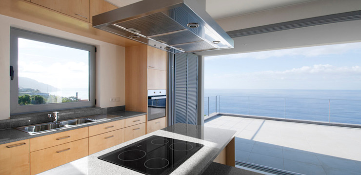widescreen house Cozinhas minimalistas por Mayer & Selders Arquitectura Minimalista Azulejo
