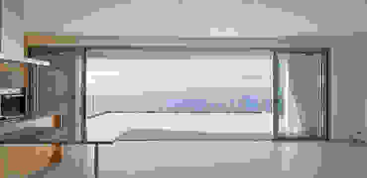 widescreen house Salas de jantar minimalistas por Mayer & Selders Arquitectura Minimalista Azulejo