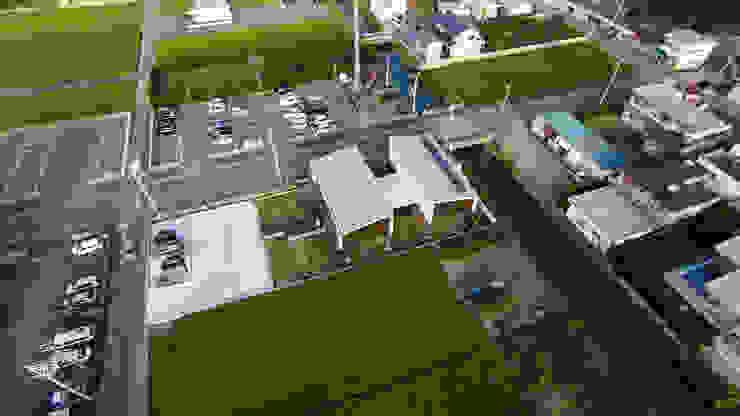 上空写真 モダンな 家 の フィールド建築設計舎 モダン 木 木目調