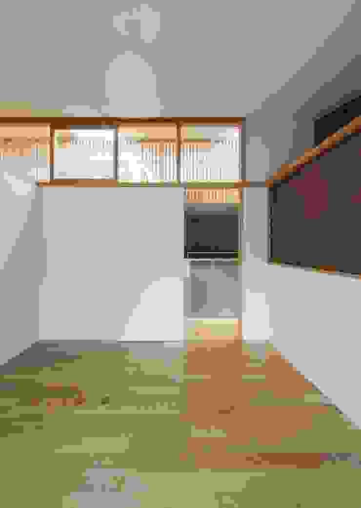 住戸棟 個室 モダンスタイルの寝室 の フィールド建築設計舎 モダン 木 木目調