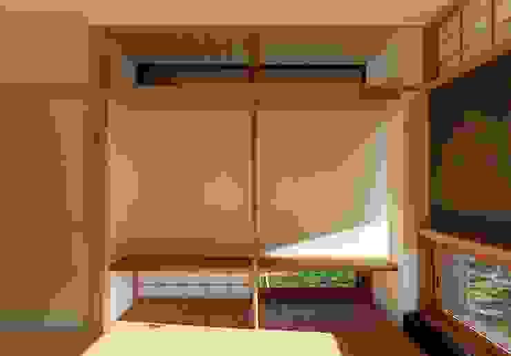 住戸棟 和室 床の間 クラシックデザインの 多目的室 の フィールド建築設計舎 クラシック 木 木目調