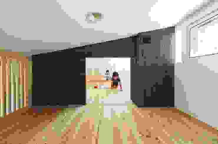 住戸棟 ロフト モダンデザインの 多目的室 の フィールド建築設計舎 モダン 木 木目調