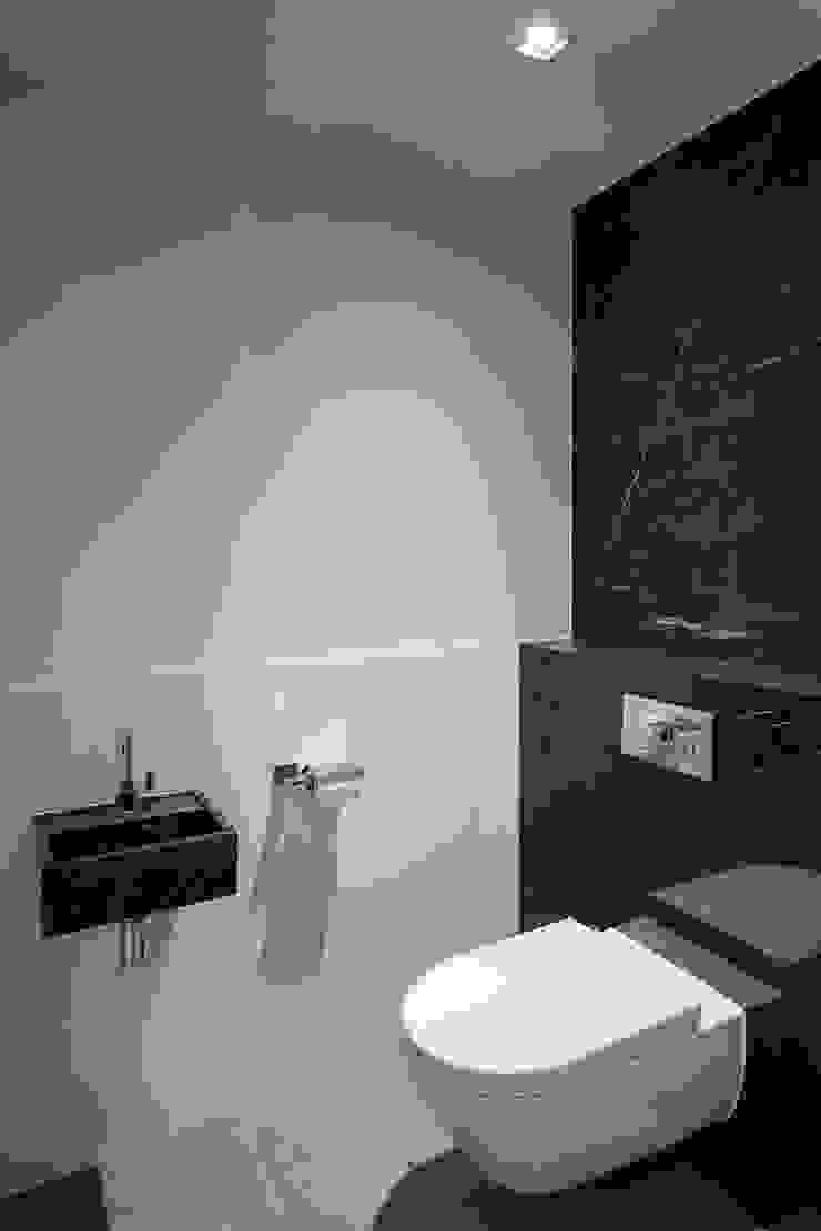 Toilet Klassieke badkamers van Medie Interieurarchitectuur Klassiek Marmer