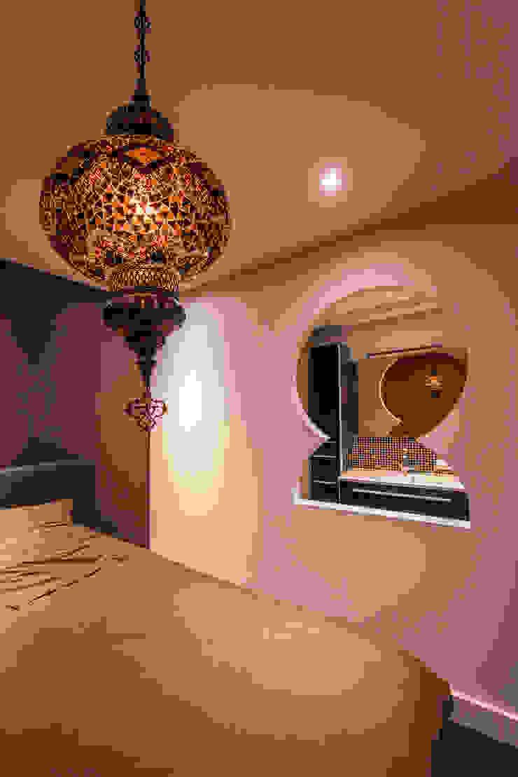 Oriental Guestroom Aziatische slaapkamers van Medie Interieurarchitectuur Aziatisch Linnen Roze