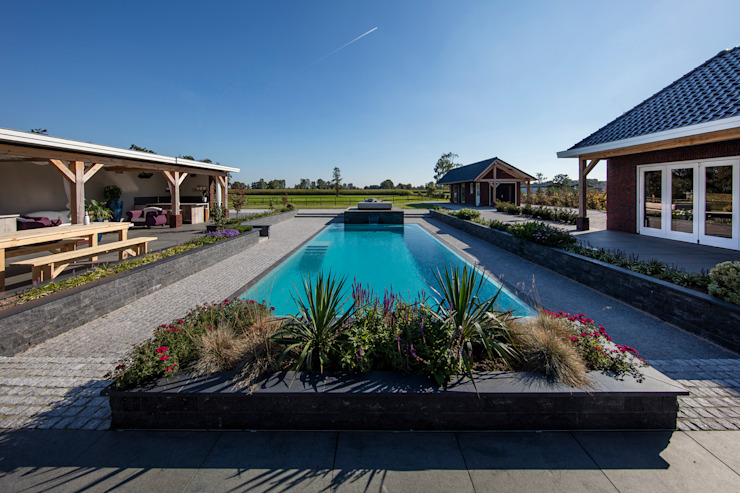 Jardines de estilo moderno de Medie Interieurarchitectuur Moderno Vidrio
