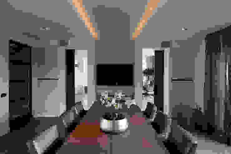 Dining t.v. Moderne eetkamers van Medie Interieurarchitectuur Modern Hout Hout