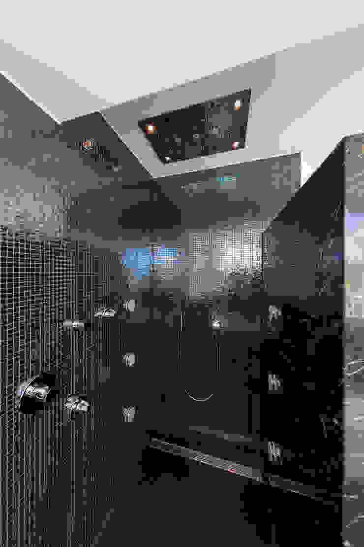 Douche / rain shower Moderne badkamers van Medie Interieurarchitectuur Modern Keramiek