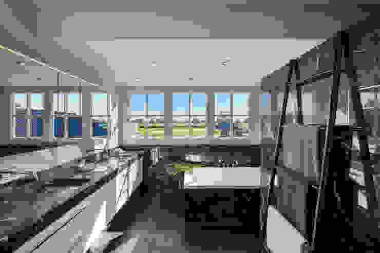 Salle de bain moderne par Medie Interieurarchitectuur Moderne Marbre
