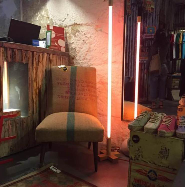 Poltrona vintage em serapilheira:  industrial por The Yellowboat Store ,Industrial Sisal/palha Azul