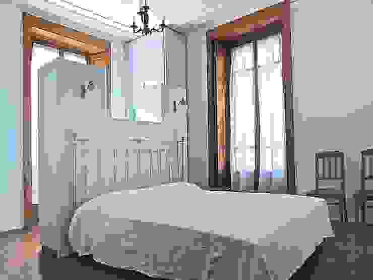 Emanuela galfetti architetto Modern style bedroom Copper/Bronze/Brass Blue