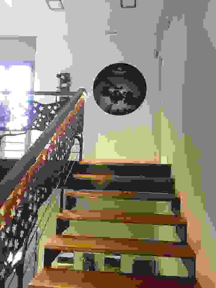 Escaleras de Acceso a la oficina y sala de catas. Espacios comerciales de estilo mediterráneo de Apersonal Mediterráneo