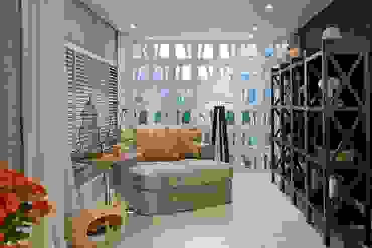 Suavidade de cores e texturas que proporcionam conforto e bem estar! Salas de estar ecléticas por Bianka Mugnatto Design de Interiores Eclético