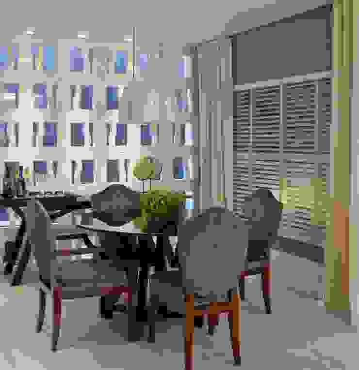 Suavidade de cores e texturas que proporcionam conforto e bem estar! Salas de estar ecléticas por Bianka Mugnatto Design de Interiores Eclético Têxtil Ambar/dourado