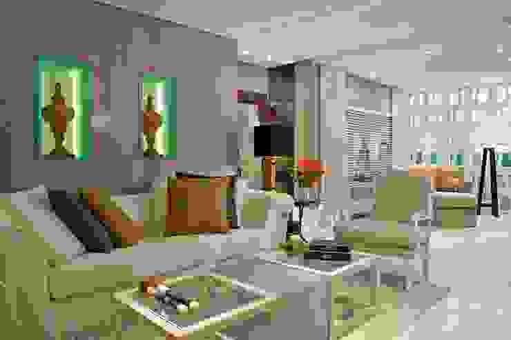 Suavidade de cores e texturas que proporcionam conforto e bem estar! Salas de estar ecléticas por Bianka Mugnatto Design de Interiores Eclético Vidro