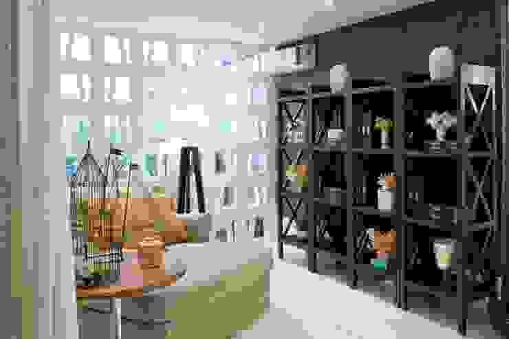 Suavidade de cores e texturas que proporcionam conforto e bem estar! Salas de estar ecléticas por Bianka Mugnatto Design de Interiores Eclético Madeira maciça Multi colorido