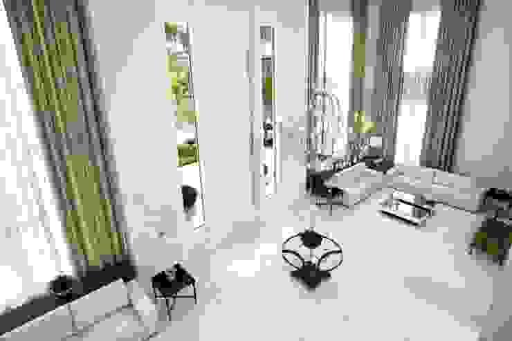 Bianka Mugnatto Design de Interiores Salones de estilo ecléctico Compuestos de madera y plástico Blanco