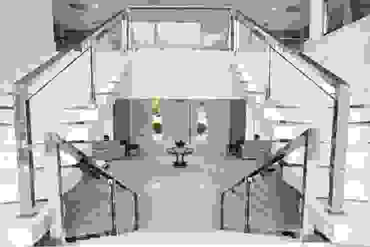 Bianka Mugnatto Design de Interiores Pasillos, vestíbulos y escaleras de estilo ecléctico Hierro/Acero