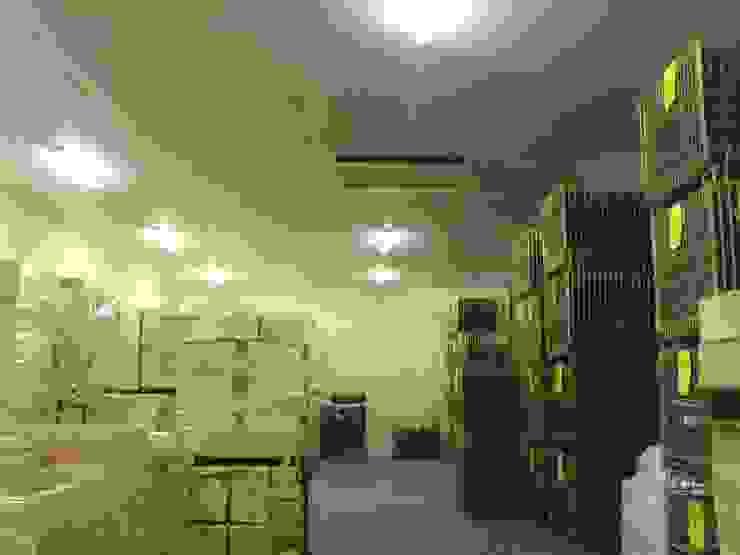 local stockage Cave à vin originale par SAS ACCTIF DESIGN Éclectique